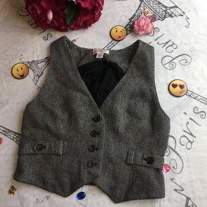 Ann Taylor soft vest, size 4,color gray 🌸